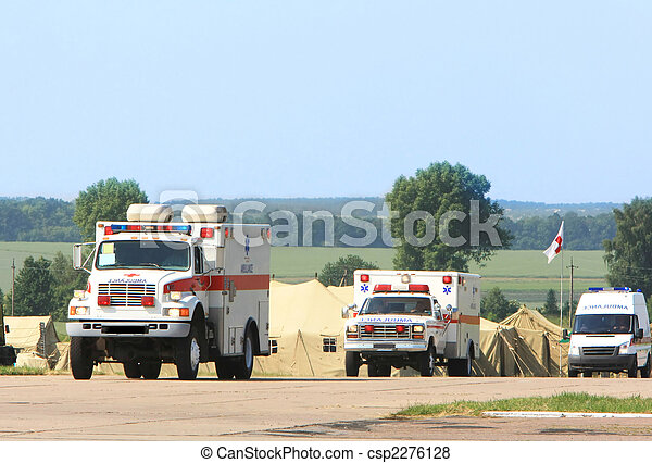 Una ambulancia de emergencia - csp2276128