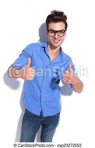 Hombre de negocios mostrando los pulgares hacia arriba gesto - csp23272553