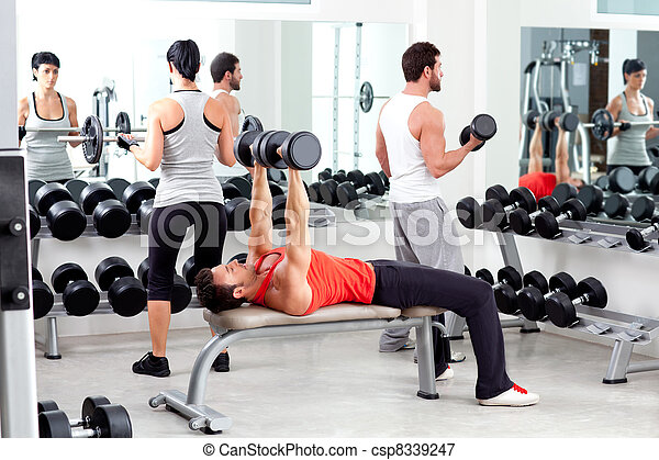 Grupo de personas en entrenamiento de gimnasia deportiva - csp8339247
