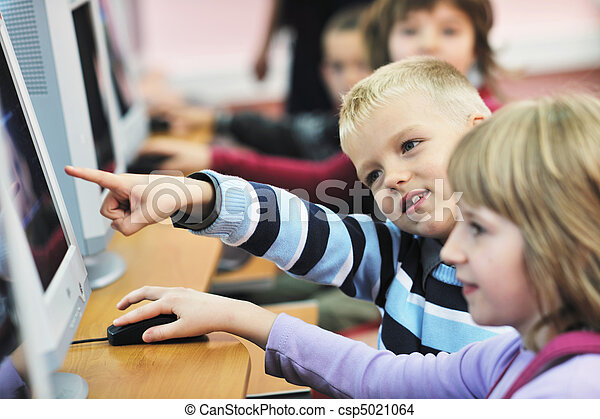 Se educa con los niños en la escuela - csp5021064