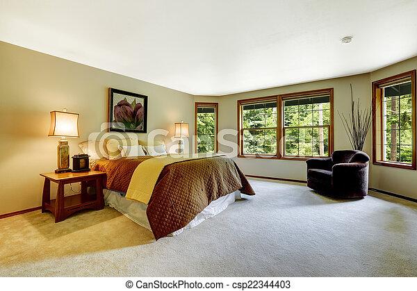 Espacio dormitorio principal con cama cómoda - csp22344403