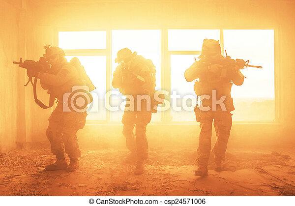 Rangers del ejército de los Estados Unidos en acción - csp24571006