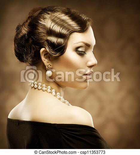 Un retrato clásico del estilo retro. Belleza romántica. Vintage - csp11353773