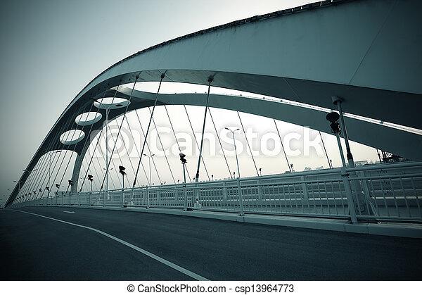 Escena del puente de acero - csp13964773