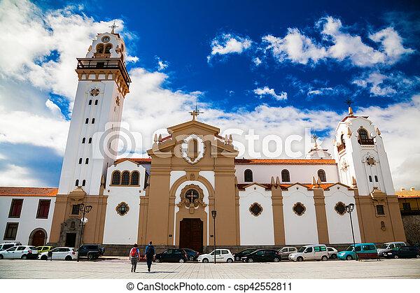 Famosa basílica de la iglesia de Candelaria - csp42552811