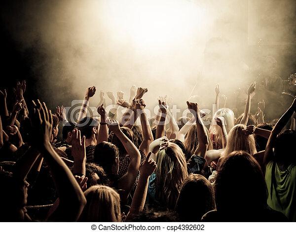 Fanáticos de la música - csp4392602