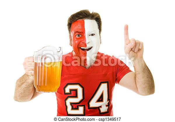 Fan de deportes con cerveza - csp1349517