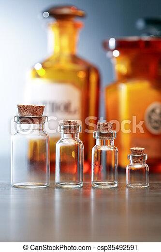 Viejas farmacéuticas - csp35492591