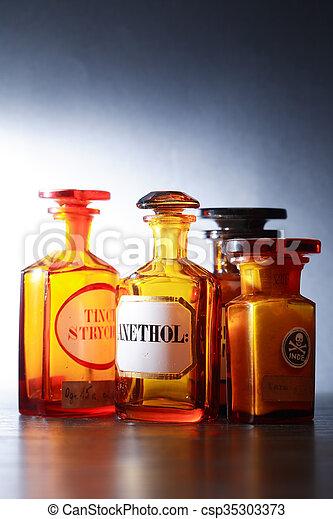 Viejas farmacéuticas - csp35303373