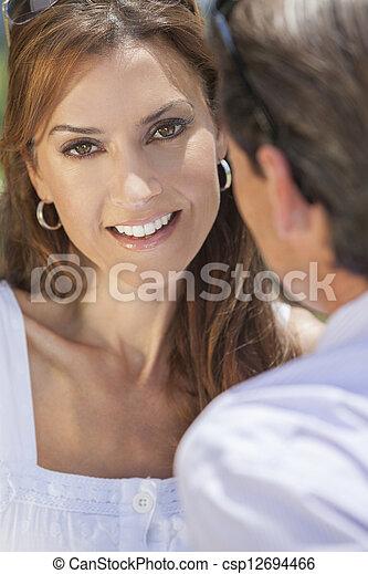 Feliz pareja de hombres y mujeres de mediana edad - csp12694466