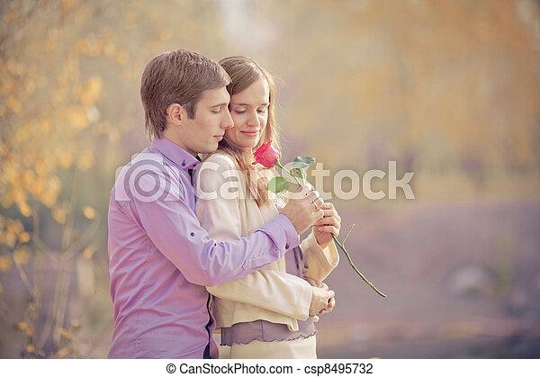 Feliz pareja - csp8495732