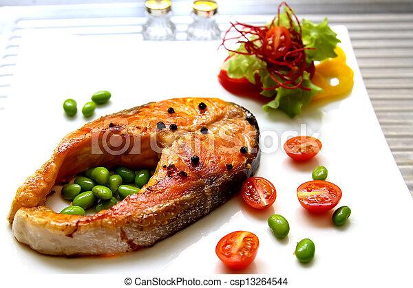 Filete de salmón - csp13264544