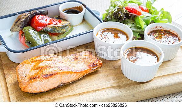 Filete de salmón - csp25826826