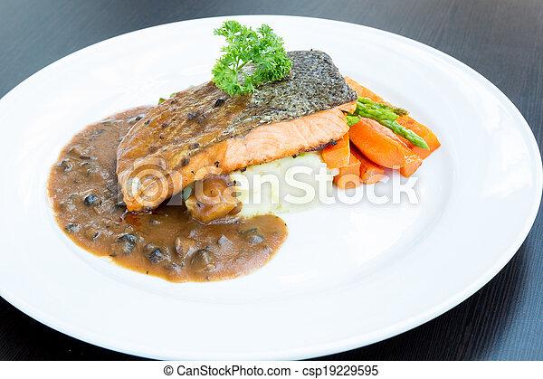 Filete de salmón - csp19229595