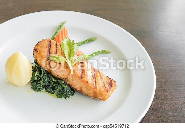 Filete de salmón frito - csp54519712
