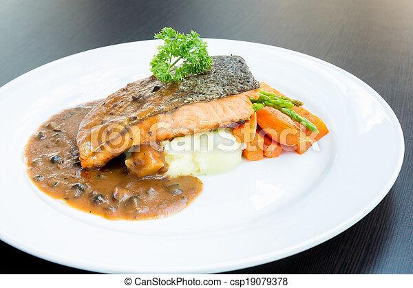 Filete de salmón - csp19079378
