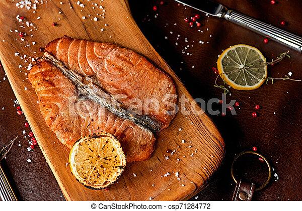 Filete de salmón - csp71284772