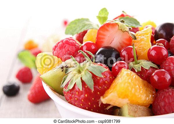 Ensalada de frutas aislada - csp9381799