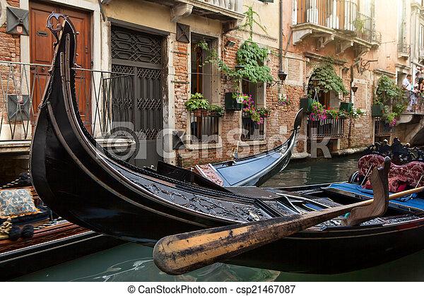 Gondolas en Venecia - csp21467087