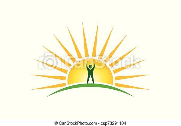 Gente ganadora en el logo de la mañana. El concepto de esperanza y fuerza - csp73291104