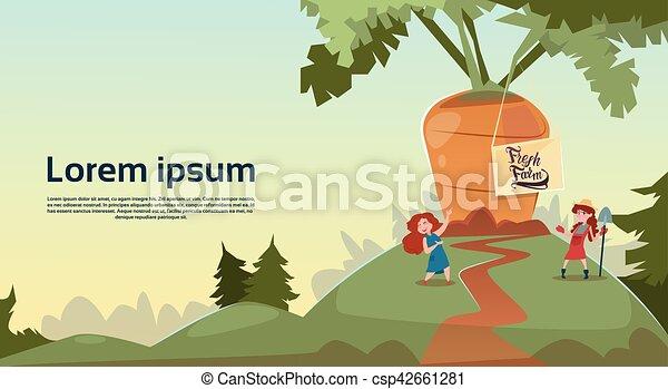 Niños granjeros, zanahorias gigantes creciendo en el campo, concepto de agricultura ecológica fresca - csp42661281