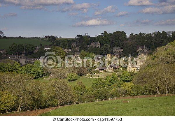 Pueblo Cotswold de Snowshill, Gloucestershire, Inglaterra - csp41597753