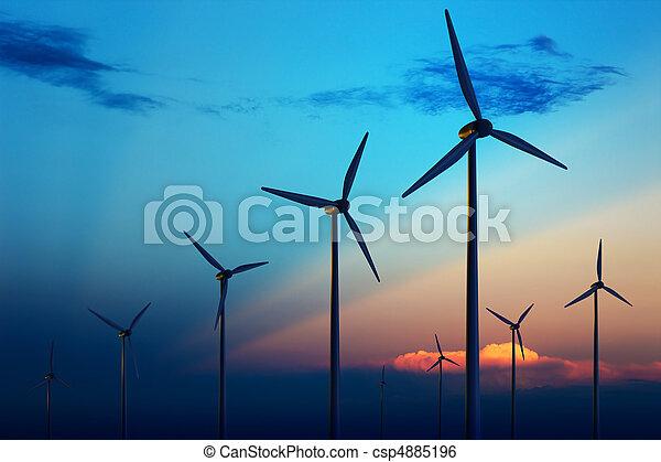 Granja de turbinas de viento al atardecer - csp4885196