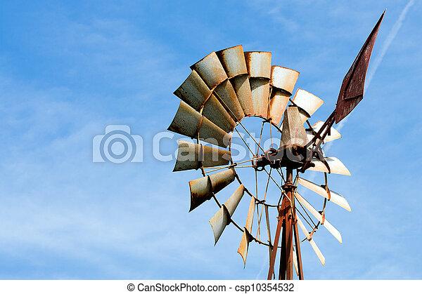 Viejo molino oxidado en la granja rural - csp10354532