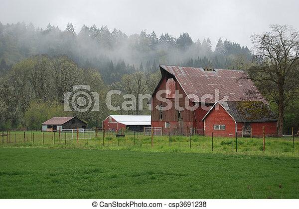 Granja en la niebla - csp3691238