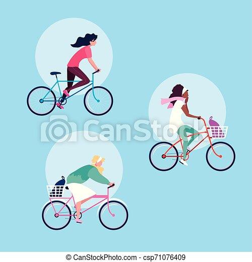 Grupo de mujeres jóvenes montando en bicicleta personaje avatar - csp71076409