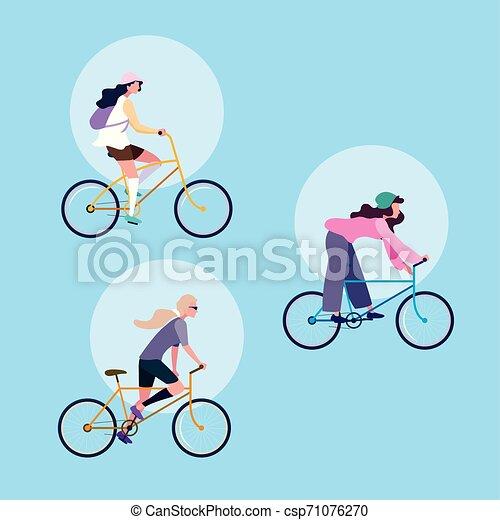 Grupo de mujeres jóvenes montando en bicicleta personaje avatar - csp71076270