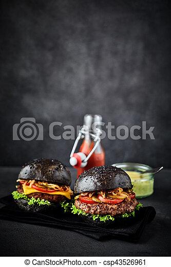 Hamburguesas de pan Pumpernickel con espacio de copia encima - csp43526961