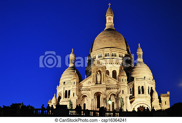 Basilica sacre coeur (Coeur Sagrado Corazón) Montmartre en París - csp16364241