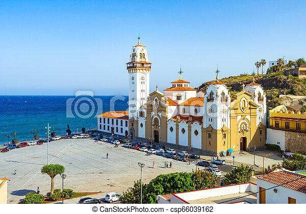 Hermosa basílica de candelaria iglesia tenerife, islas canarias, spain - csp66039162