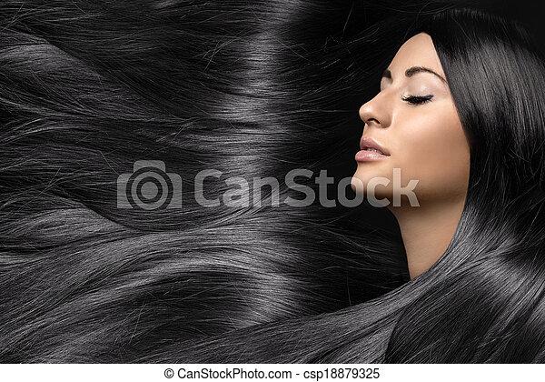 Hermosa joven con el pelo largo y brillante - csp18879325