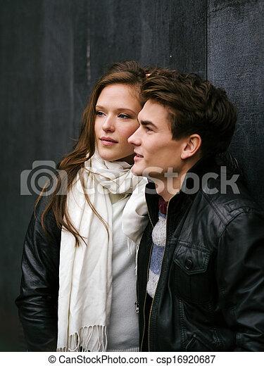 Hermosa pareja enamorada - csp16920687