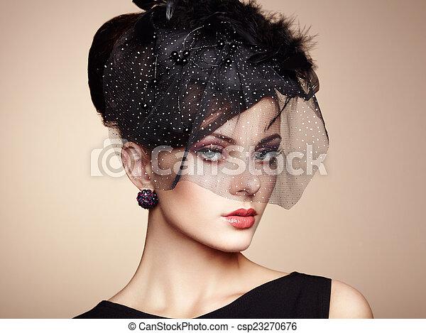 Retroretrato de una mujer hermosa. Estilo antiguo - csp23270676
