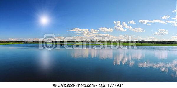 Hermoso lago - csp11777937