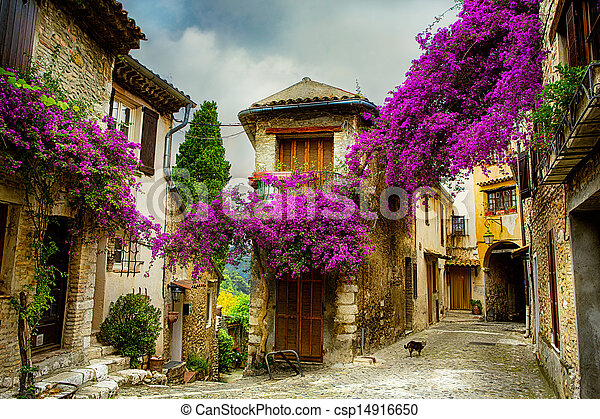 Art, hermosa ciudad de Provenza - csp14916650
