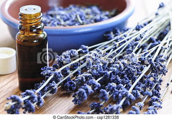 Hierba lavanda y aceite esencial - csp1281338