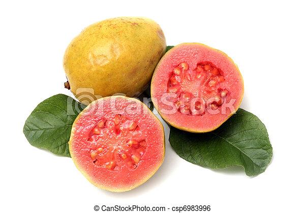 Fruta fresca de Guava con hojas de fondo blanco - csp6983996