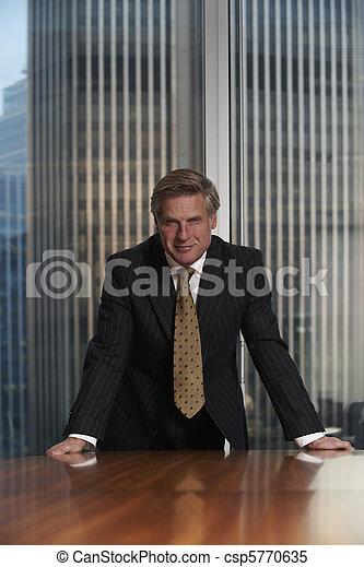 Hombre de negocios - csp5770635