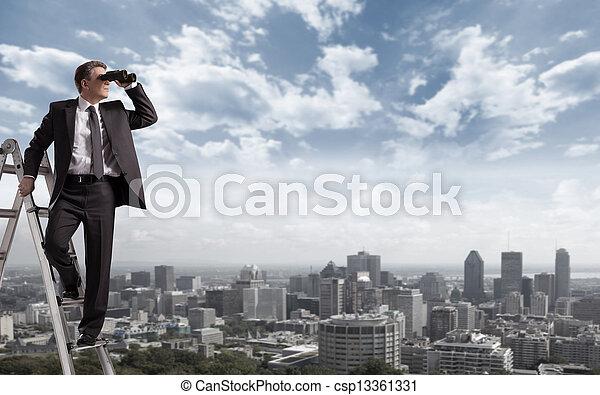 Hombre de negocios con prismáticos. - csp13361331