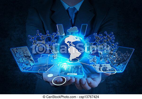 Hombre de negocios trabajando con tecnología moderna - csp13767424