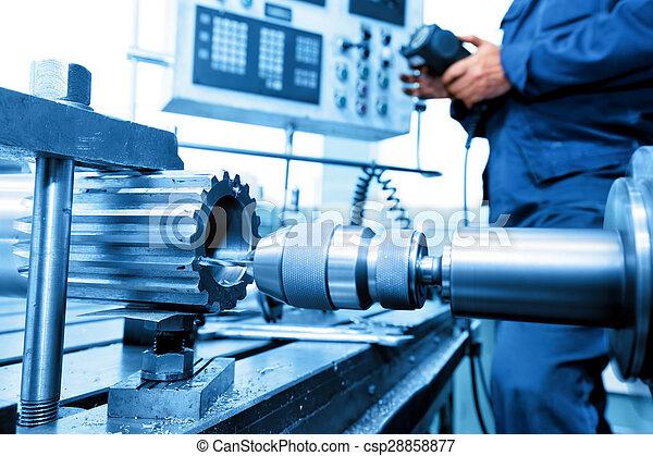 Hombre operando perforación CNC y máquina aburrida. Industria - csp28858877