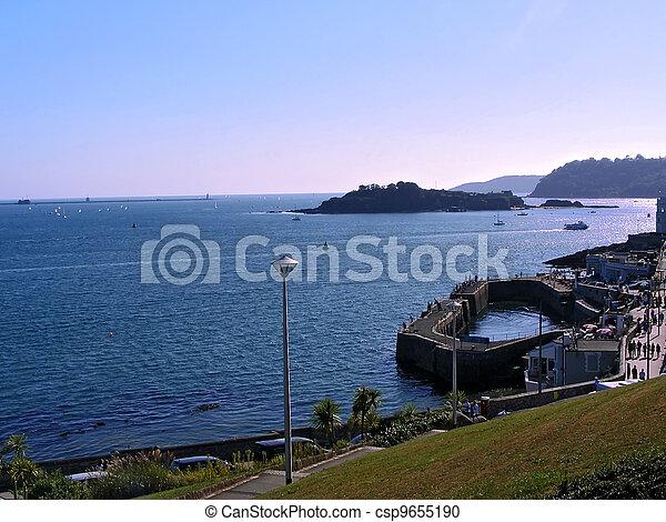 Hora del verano en Plymouth - csp9655190