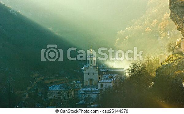 Iglesia en el bosque al amanecer - csp25144370