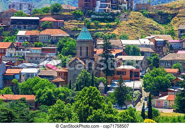 Iglesia ortodoxa en el viejo distrito de Tbilisi, capotal de Georgia. - csp71758507