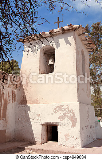 La vieja iglesia adobe en el campo de Argentina. - csp4949034