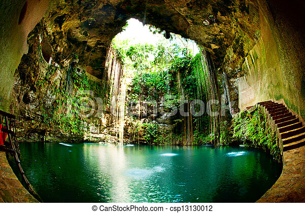 Ik-kil cenote, chichen itza, México - csp13130012